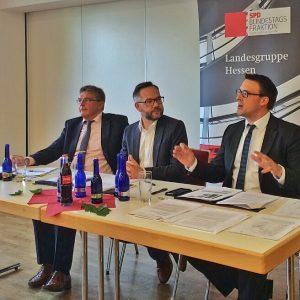 Landtagsabgeordneter Dieter Franz, Fraktion-Vize Sören Bartol MdB und Staatsminister Michael Roth MdB informierten und diskutierten über den kommenden Bundesverkehrswegeplan.