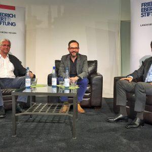 Michael Roth MdB mit ZEIT-Journalist Christoph Dieckmann (links) und dem Vizechef der SPD-Bundestagsfraktion Carsten Schneider