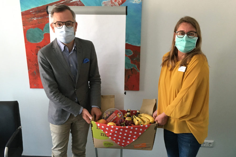Michael Roth MdB mit Katja Volkmar vom Betriebsrat des Klinikums Werra-Meißner